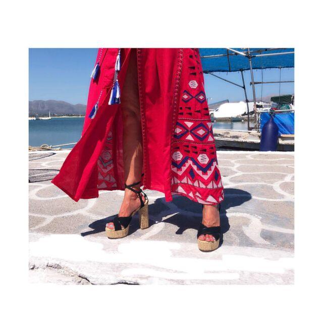 E R A T O  raffia  s a n d a l s  Summer L O V E  #erato  #sandals  #raniakroupishoes  #raniakroupiluxurysandals #luxurysandals #raffiasandals #resortsandals #sustainable #handmadeinathens #greeksummer #elafonissos #elafonisos